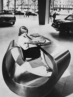 Reception, Peugeot HQ, Av Grande Armée, Paris, France, da Ben Swildens nel 1966