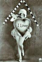 L'attrice Nancy Carroll posa per riprese di San Valentino alla Paramount Studios, 1930
