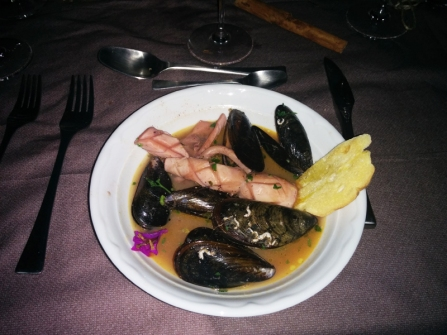 Home social restaurant Cagliari - guazzetto di calamari e cozze con crostini