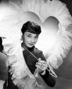 Foto vintage di attrici di Hollywood in posa per San Valentino - Audrey Hepburn