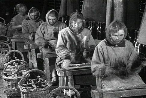 Donne in fabbrica