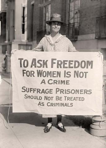 Una suffragetta protesta dopo 'The Night of Terror.' [1917]