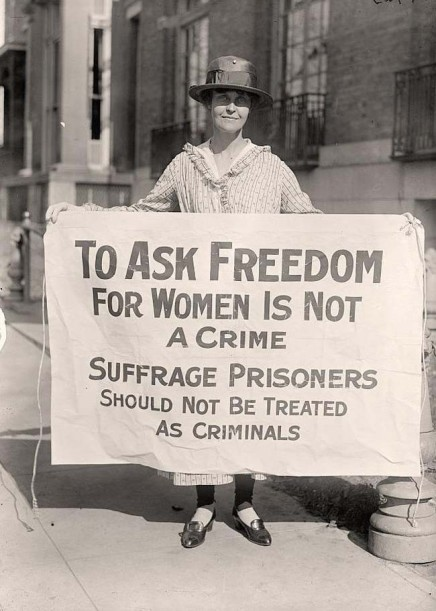 Una suffragetta protesta dopo 'The Night of Terror.' [1917]