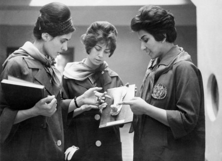 Donne afghane che studiano medicina. [1962]