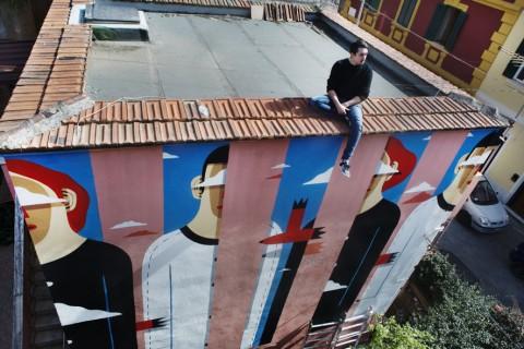 """Clear Sky on the Pink House"" dello street artist italiano Agostino Iacurci a Torpignattara (Roma)"