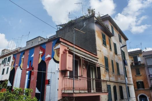 """Clear Sky on the Pink House""dello street artist italiano Agostino Iacurci aTorpignattara (Roma)"