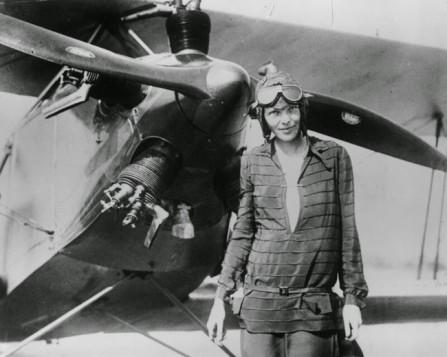 L'aviatrice Amelia Earhart dopo essere diventata la prima donna a pilotare un aereo per l'Oceano Atlantico. [1928]