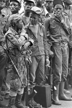 Bambini soldato fumatori, Angola 1976
