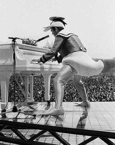 Elton John vestito come Paperino, Central Park 1980
