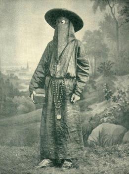 Monaco italiano indossa una maschera funebre, 1892