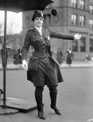 Leola N. King, il primo vigile donna degli Stati Uniti, Washington D.C. [1918]