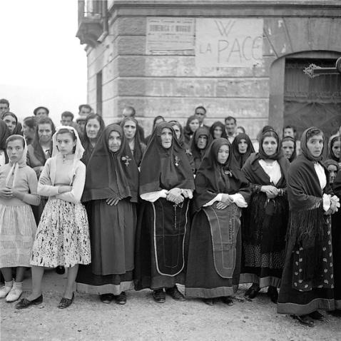 Mario de Biasi - donne sarde - Aritzo, 1955
