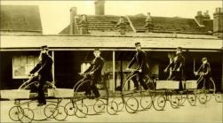Postini a cavallo di pentacicli, ca. 1882