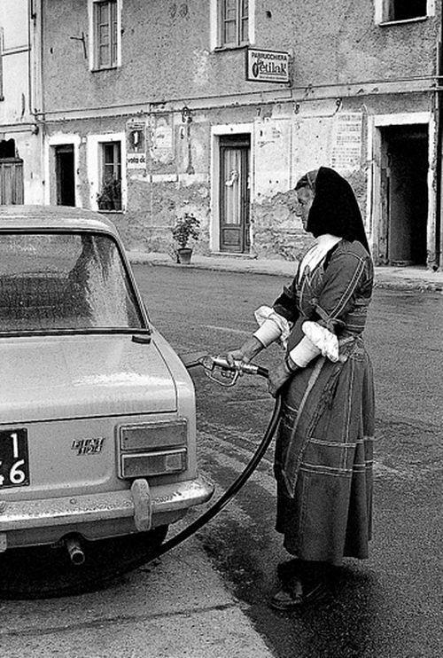 Sardegna, Desulo. La benzinaia Giuseppa Floris, 1974 - Foto di Mario De Biasi