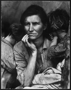 La foto iconica di una madre di sette bambini durante il Dust Bowl. [1936]