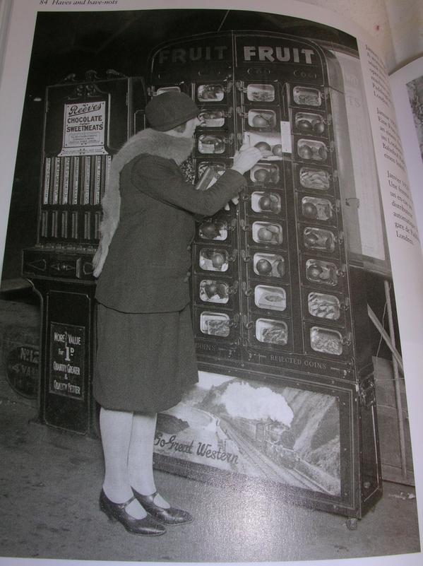 Il distributore automatico della stazione di Paddington. London 1929