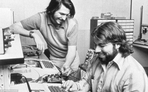 1 Aprile 1976 - Stephen Wozniak e Steve Jobs inventano Apple Computer