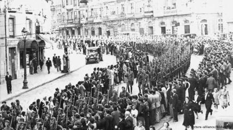 28 marzo 1939 - la Guerra civile spagnola si conclude quando Franco entra a Madrid dopo la triennale insurrezione che ha ucciso 500.000 persone