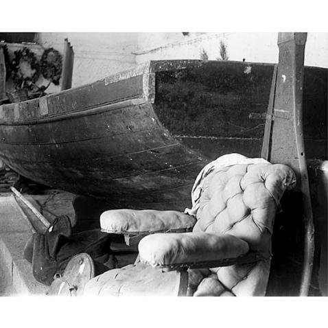 Fondo Costa - Caprera, La barca e la poltrona di Giuseppe Garibaldi esposte nella Casa Museo dell'eroe