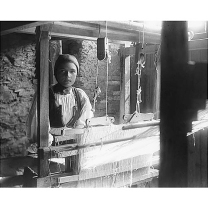 Fondo Costa - Desulo, Giovane donna al telaio