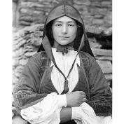 Fondo Costa - Desulo, Primo piano di giovane donna che indossa l'abito tradizionale