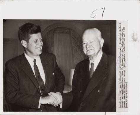 L'ex presidente Herbert Hoover con il presidente John F. Kennedy. 1961