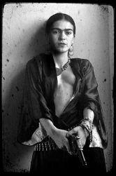 Ho bevuto perché volevo affogare i miei dolori, ma ora ho imparato a nuotare - Frida Kahlo