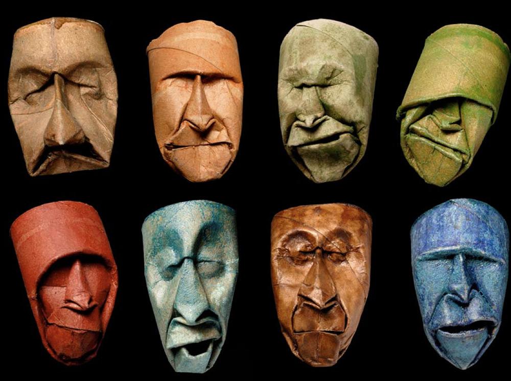 Sculture su rotoli di carta igienicadell'artista franceseJunior Fritz Jacquet