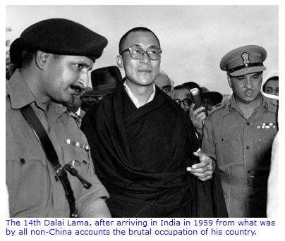 31 marzo 1959 - Dalai Lama attraversa il confine con l'India che gli dà asilo politico