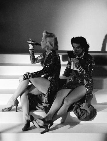 Marilyn Monroe e Jane Russell sul set di 'Gli uomini preferiscono le bionde', 1953