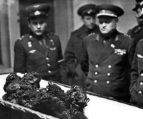 I resti dell'astronauta Vladimir Komarov, l'uomo che cadde dallo spazio, 1967