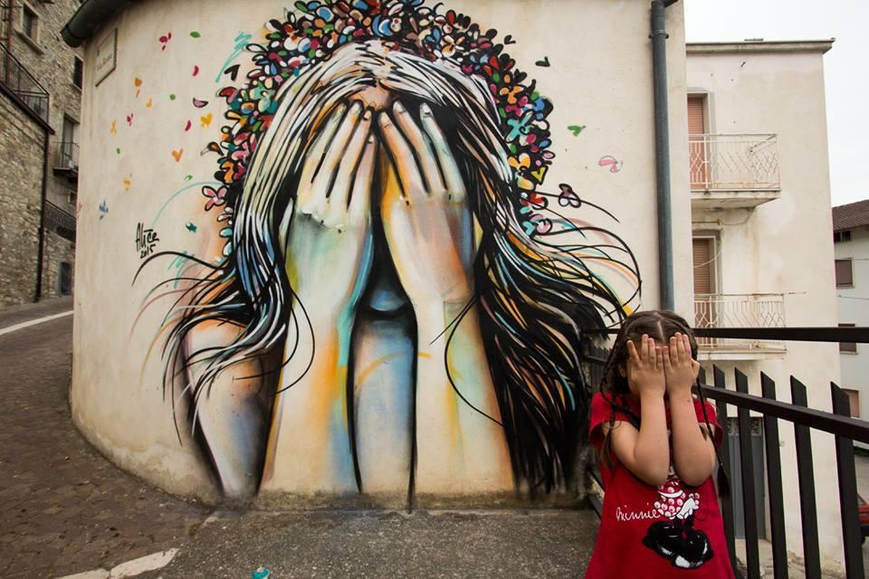 Nuova operadell'artista italiana Alice Pasquini a Civitacampomarano (CB) - Foto di Jessica Stewart (Romephotoblog)