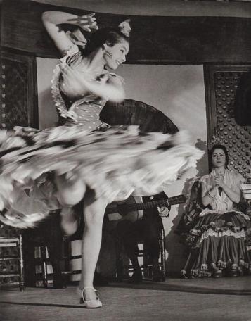 Una zingara che balla il flamenco, 1956