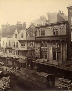Zona distrutta nel 1883 per l'estensione della linea Metropolitana da Aldgate alla Torre di Londra