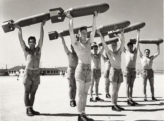 Allenamento con bombe c. 1940