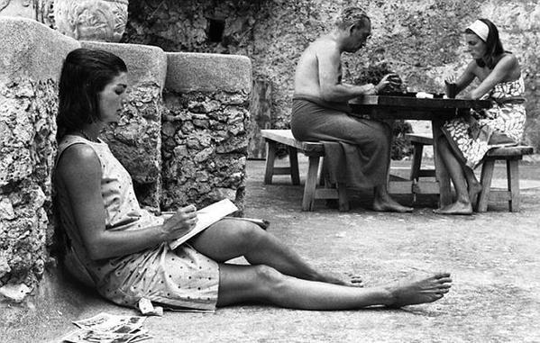 Jackie Kennedy durante un viaggio Ravello, Italia con la sorella, 1962. Foto di Benno Graziani