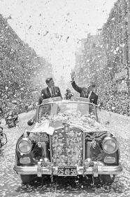 John F Kennedy in visita in Messico in qualità di Presidente, 1962. Fotografia di Robert Knudsen