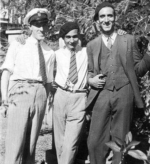 Joan Pujol García, al centro, con alcuni amici prima della guerra civile spagnola.