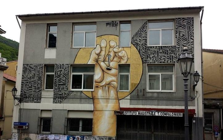 Operadello street artist romano Mr. Klevra all'Istituto Magistrale T. Confalonieri di Campagna (SA)