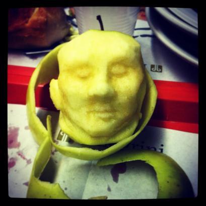 Marcello Rosas - Apple sculpture (Messi)