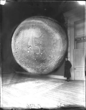 Modello della Luna preparato da Johann Friedrich Julius Schmidt al Field Columbian Museum, Chicago, 1894