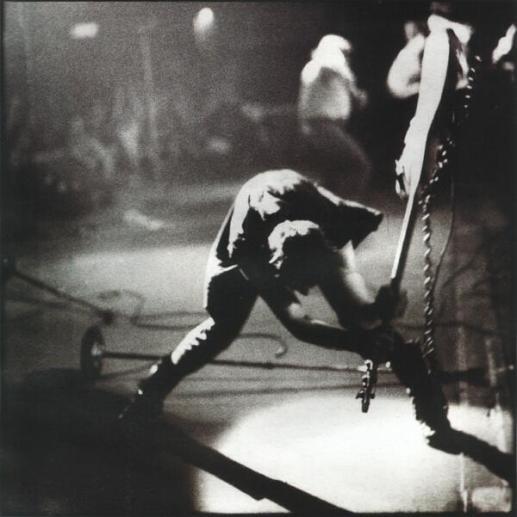 Paul Simonon dei Clash fracassa il suo Fender Precision Bass contro il palco del Palladium di New York. 1979