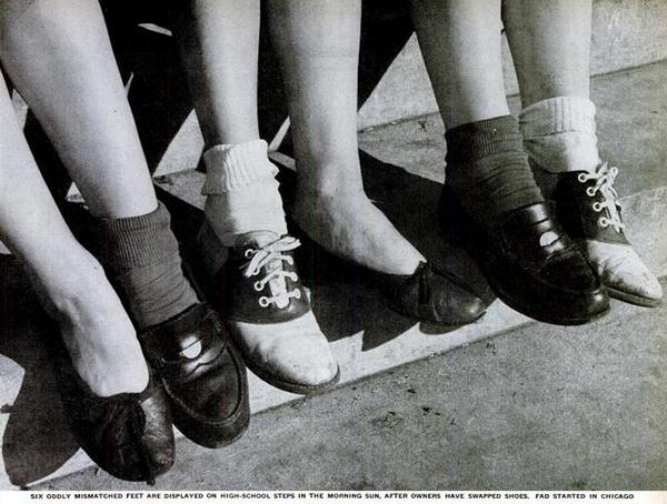 Le scarpe diverse erano una moda al liceo nel 1947