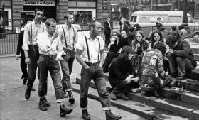 Skinheads e Hippies, Piccadilly Circus, 1969