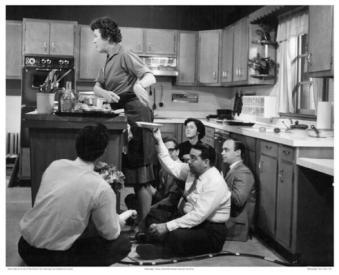 Sotto il bancone della cucina di Julia Child c. 1960