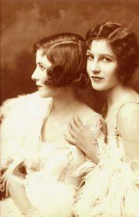 Ziegfeld Girls - Le gemelle Fairbank, 1922. Fotografia di Alfred Cheney Johnston