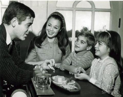 George Clooney a 7 anni con la famiglia, 1968