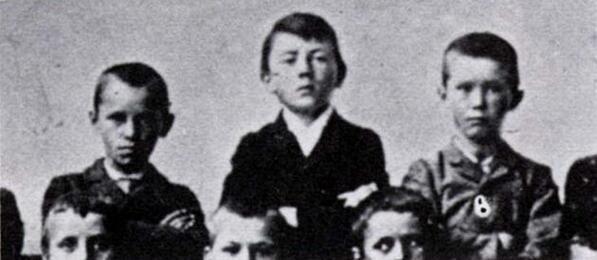 Una foto di scuola di Adolf Hitler bambino a 11 anni, , c. 1900