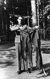 I pantaloni di Adolf Hitler dopo il fallito attentato alla Tana del Lupo (Wolf's Lair) nel 1944