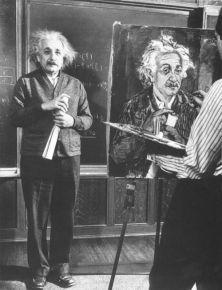 Albert Einstein posa per un ritratto